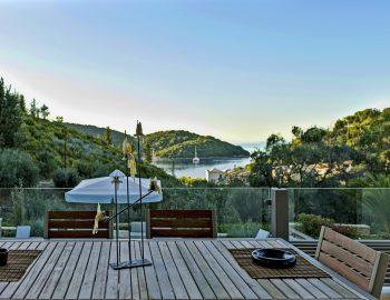 villa-sapphire-karvouno-beach-sivota-epirus-greece-outdoor-dining-setting