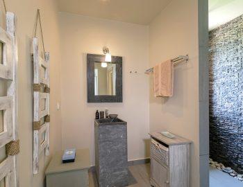 villa-scorpios-pogonia-paleros-greece-master-bedroom-ensuite-bathroom