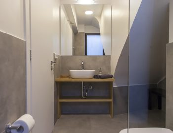 villa-theia-desimi-lefkada-greece-lower-ground-family-bathroom