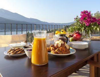 villa-theia-desimi-lefkada-greece-outdoor-balcony-breakfast