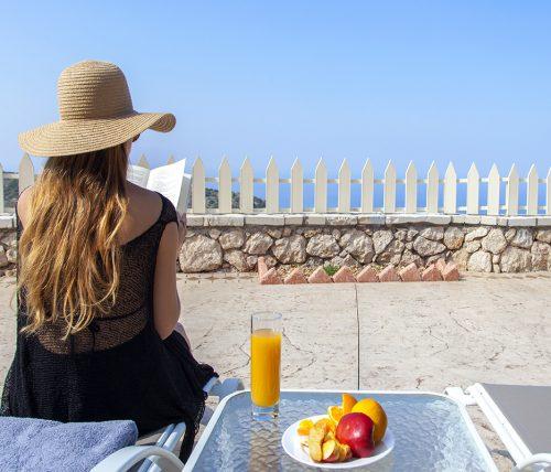 villa-vissala-alkanna-accommodation-lefkada-lefkas-xortata-private-pool-girl-sitting-on-sunbed-reading-book