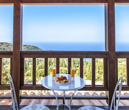 villa-vissala-minuartia-accommodation-lefkada-lefkas-upstairs-balcony