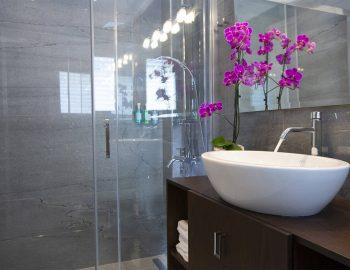 villa-w-offwhite-vasiliki-lefkada-greece-bathroom-shower-sink-mirror