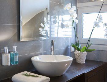 villa-w-offwhite-vasiliki-lefkada-greece-bathroom-sink-shower