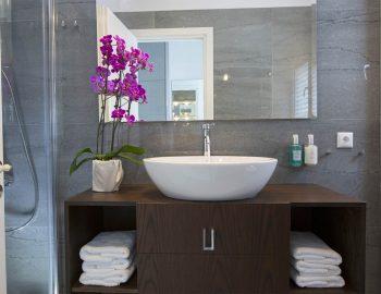 villa-w-offwhite-vasiliki-lefkada-greece-bathroom-sink-towels