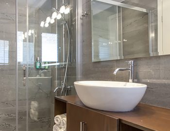 villa-w-offwhite-vasiliki-lefkada-greece-bathroom-with-shower