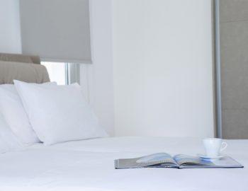 villa-w-offwhite-vasiliki-lefkada-greece-bedroom-bed-double-close-up