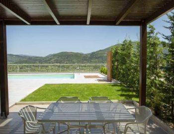 villa-w-offwhite-vasiliki-lefkada-greece-patio-sun-shade-green