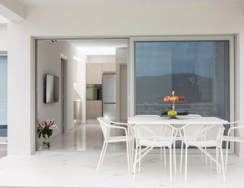 villa-w-offwhite-vasiliki-lefkada-greece-seating-area-balcony