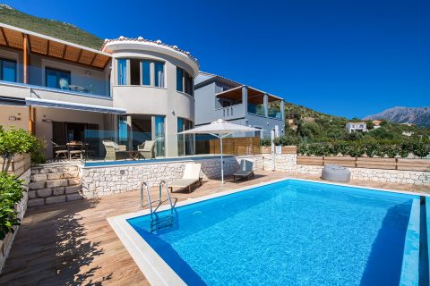 villa-drakatos-mare-vasiliki-lefkada-pool-with-mountain-view