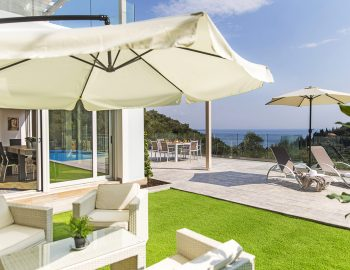 villa-ranna-corfu-greece-outdoor-lounge-area