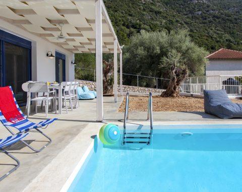 villa-selini-mikros-gialos-lefkada-greece-pool-view